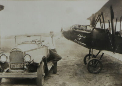 Image of a vintage car and Spirit of Rochester